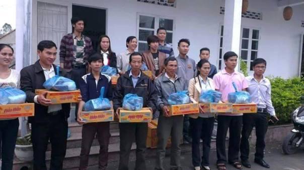 Cứu trợ đồng bào miền Trung bị lũ lụt do nhà nước xã lũ năm 2014