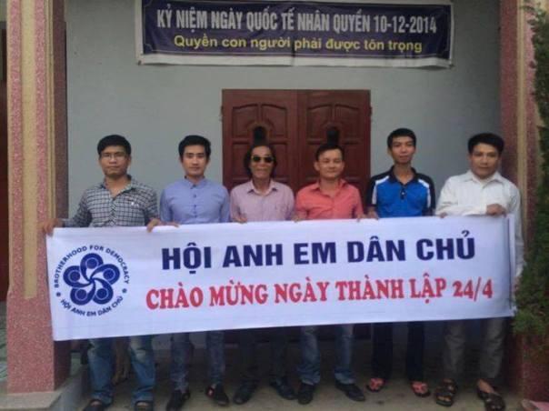 Một số anh em hội viên và bằng hữu miền Trung gặp mặt mừng ngày thành lập hội