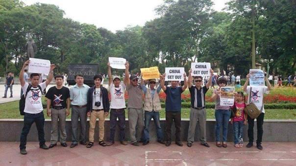 Xuống đường biểu tình phản đối Trung Quốc xâm lược