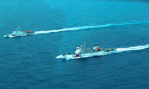Trung Quốc điều trực thăng, tàu tuần tra đến Hoàng Sa | Hai tàu tuần duyên trái phép của Trung Quốc ở quần đảo Hoàng Sa của Việt Nam. Ảnh: People