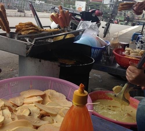 Thức ăn vỉa hè Hà Nội có chất gây nghiện - Ảnh minh họa