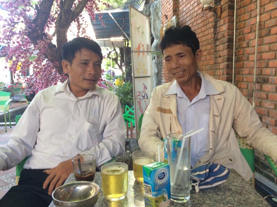 Mục sư Nguyễn Trung Tôn (trái) và Mục sư Lưu Văn Kiều (phải)