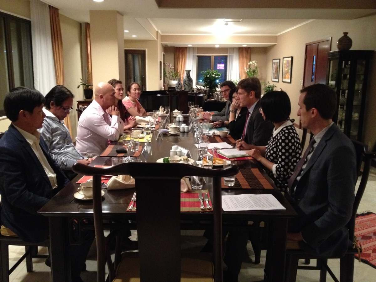 Trợ lý ngoại trưởng Hoa Kỳ gặp gỡ đại diện các tổ chức xã hội dân sự tại Sài Gòn