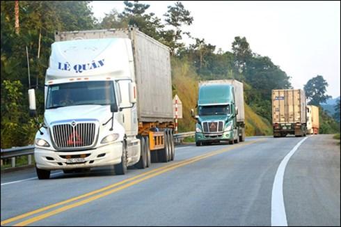 Xe quả tải nối đuôi nhau trên đường lên biên giới. Ảnh: Báo Giao thông