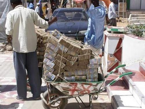 Ảnh minh họa. Tiền chất thành xe tại Zimbawe