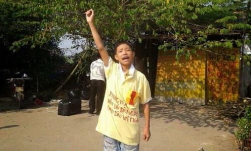 Mai Trung Tuấn (15 tuổi, quê Long An) - con của dân oan mất đất ở Thạnh Hóa – Long An