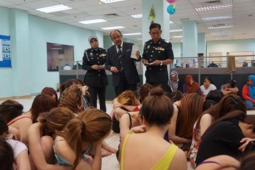 Malaysia bắt giữ 40 phụ nữ Việt hành nghề mãi dâm