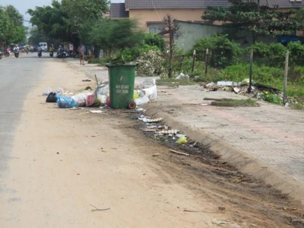 Điểm tập kết rác thải trên đường Trần Phú