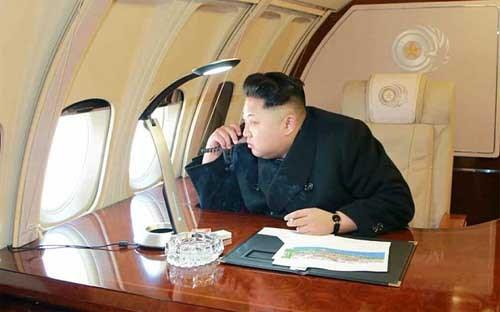 Nhà lãnh đạo Triều Tiên ngồi trên máy bay riêng. Ảnh: KCNA.