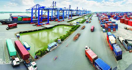Kinh tế Việt Nam đang tụt hậu ngày càng xa