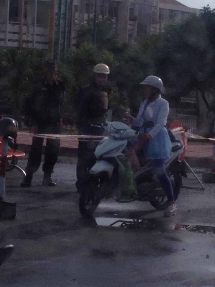 Công an, an ninh chặn các ngả đường vào tòa án xét xử dân oan sáng ngày 15/09/2015