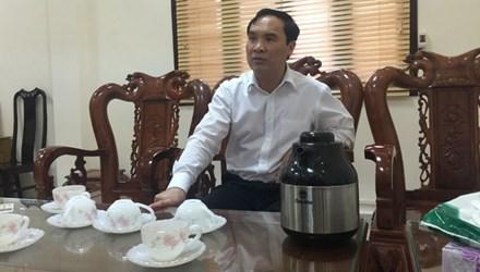 """""""Bị cáo là người nhà của một lãnh đạo TAND Tối cao. Các anh phải hiểu cho tôi, cuộc đời ai cũng phải có cái tình"""", Chánh án TAND tỉnh Hà Tĩnh, ông Nguyễn Văn Thắng nói."""