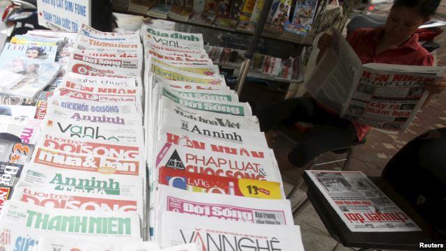 Sạp bán báo trên đường phố Hà Nội, ngày 26 tháng 9, 2015