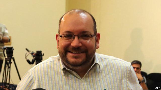 Nhà báo Jason Rezaian của báo Washington Post tại một cuộc họp báo của Bộ Ngoại giao Iran, ngày 10 tháng 9, 2013.