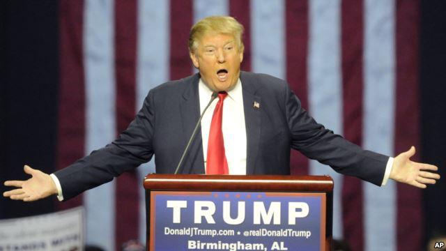 Ứng cử viên Đảng Cộng hòa Donald Trump phát biểu trong một điểm dừng chân trên đường vận động tranh cử ở thành phố Birmingham, bng Alabama, ngày 21 tháng 11, 2015.