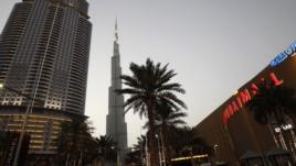 Burj Khalifa, tòa nhà cao nhất thế giới, và trung tâm mua sắm Dubai.