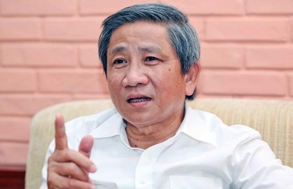 """GS Nguyễn Minh Thuyết: Có Bộ trưởng nói vòng vo để khỏi phải trả lời thẳng vì đại biểu đã """"truy"""" đúng vào những vấn đề còn yếu, thuộc trách nhiệm của Bộ trưởng."""