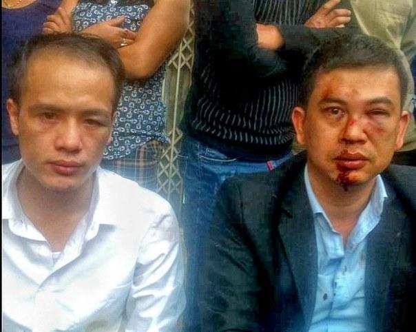 Luật sư Trần Thu Nam (phải) và luật sư Luân Lê bị hành hung khi rời khỏi nhà cháu Đỗ Đăng Dư
