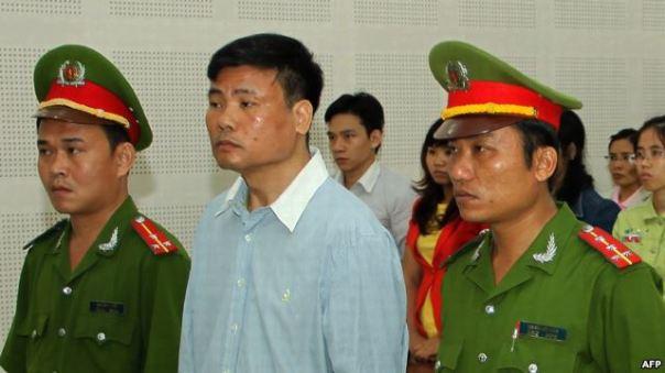 Blogger Trương Duy Nhất trong phiên xử tại tòa án nhân dân Đà Nẵng ngày 4/3/2014. Ông Nhất bị tuyên án 2 năm tù vì những bài viết chỉ trích chính quyền và các lãnh đạo đảng Cộng sản Việt Nam