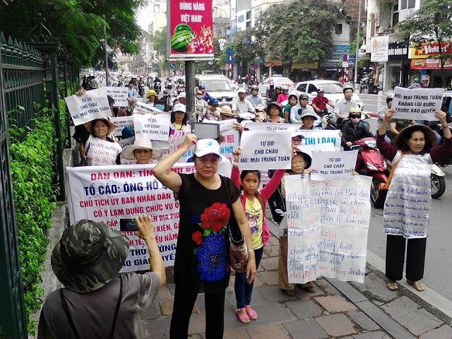 Hà Nội diễu hành để ủng hộ em Nguyễn Mai Trung Tuấn