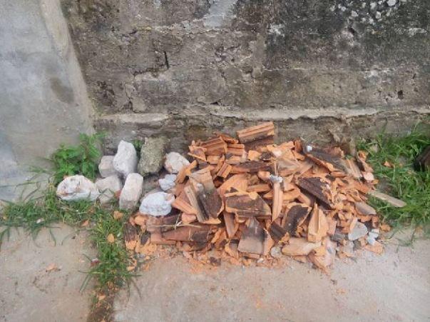 """Ngói nhà ông Thạch bị vỡ trút xuống sau một trân """"Mưa đá"""""""