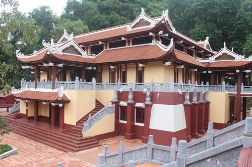 Hương nghiêm pháp đường được cho là xây dựng không phép tại khu vực bảo vệ của chùa Hương (Hà Nội). Ảnh: Gia Chính.