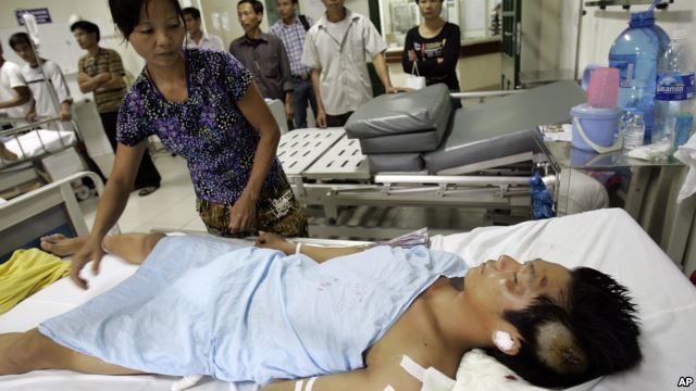 Người bị thương vì tai nạn giao thông trong bệnh viện tại Hà Nội. Việt Nam mỗi năm có khoảng trên dưới 10,000 người thiệt mạng vì tai nạn giao thông.