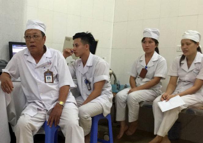 Đời sống của các bác sĩ, y tá tại Bệnh viện đa khoa Hồng Đức gặp nhiều khó khăn vì đi làm cả năm không được trả lương - Ảnh: T.Hoàng
