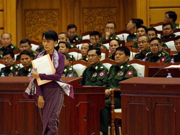 VNTB - Aung San Suu Kyi và phía quân sự có thể cùng tồn tại ở Miến Điện?