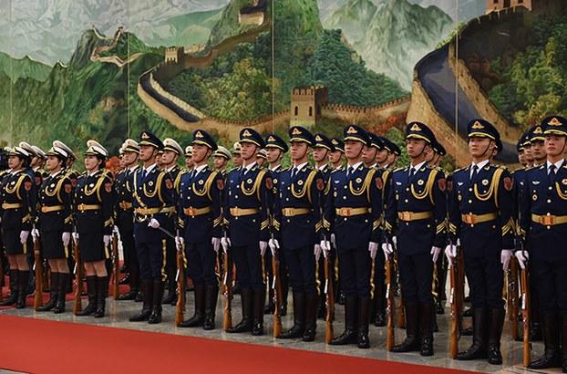 Thành viên đội bảo vệ danh dự tại Đại lễ đường Nhân dân ở Bắc Kinh vào ngày 25 tháng 11 năm 2015.