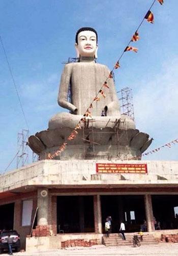 Công trình tượng Phật cao nhất miền Bắc ở Thái Bình trước khi bị sập.