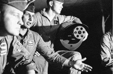 Súng máy Gutling lắp trên F-4 để tấn công MiG,17/5/1967. (Ảnh: AP)