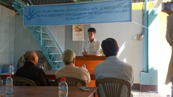 iến sĩ Phạm Chí Dũng đặt một câu hỏi mở cho cử tọa, đó là năm 2016, giới đấu tranh cho nhân quyền Việt Nam sẽ làm gì.