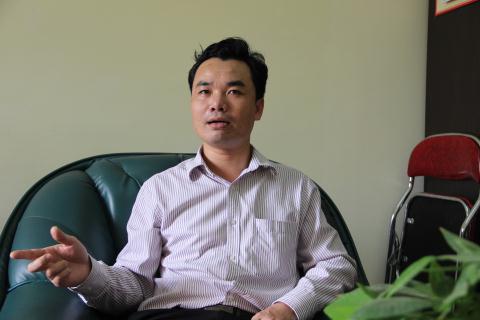 Ông Nguyễn Anh Tú - Chánh văn phòng UBND huyện Gia Lâm chia sẻ thông tin với Đất Việt. Ảnh: Hoàn Nguyễn