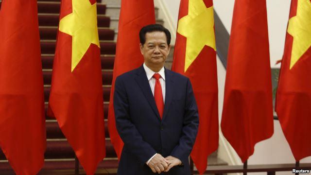 Thủ tướng Việt Nam Nguyễn Tấn Dũng chờ đợi sự xuất hiện của Chủ tịch Trung Quốc Tập Cận Bình tại Hà Nội vào ngày 05/11/2015