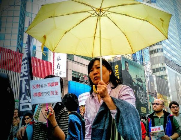 """""""Chúng tôi muốn trợ cấp phổ quát, Lương Chấn Anh phải từ chức, và chống lại dự án con voi trắng"""", những người biểu tình liên tục hét lên."""
