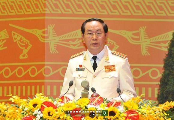Đại tướng Trần Đại Quang, Ủy viên Bộ Chính trị, Bộ trưởng Bộ Công an trình bày tham luận tại phiên thảo luận sáng 22/1. Ảnh: TTXVN.