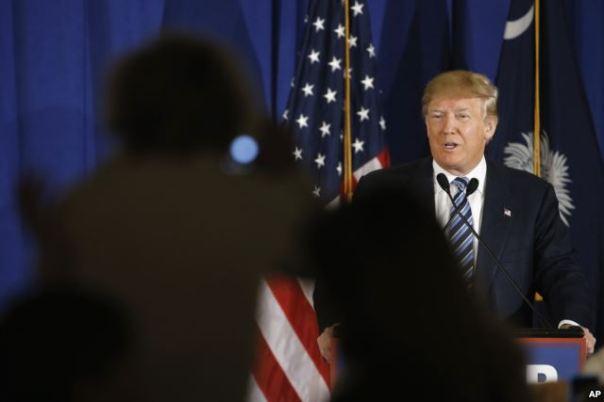 Ông Donald Trump phát biểu trong cuộc vận động tranh cử tại Kiawah Island, bang South Carolina, ngày 18/2/2016.