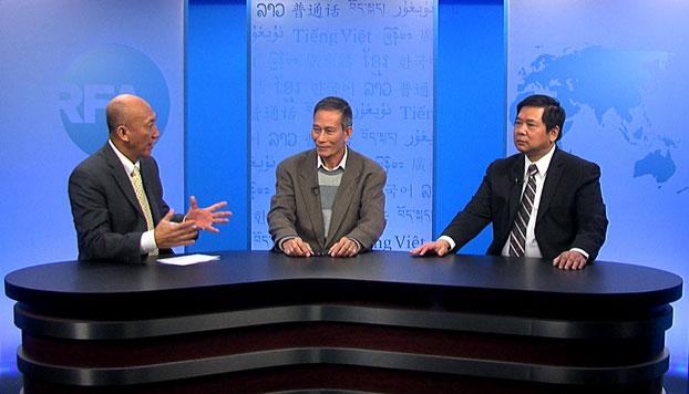 Từ trái qua: Biên tập viên Mặc Lâm, Blogger Điếu Cày và TS Cù Huy Hà Vũ tại trụ sở RFA ở Washington DC hôm 21/11/2014.