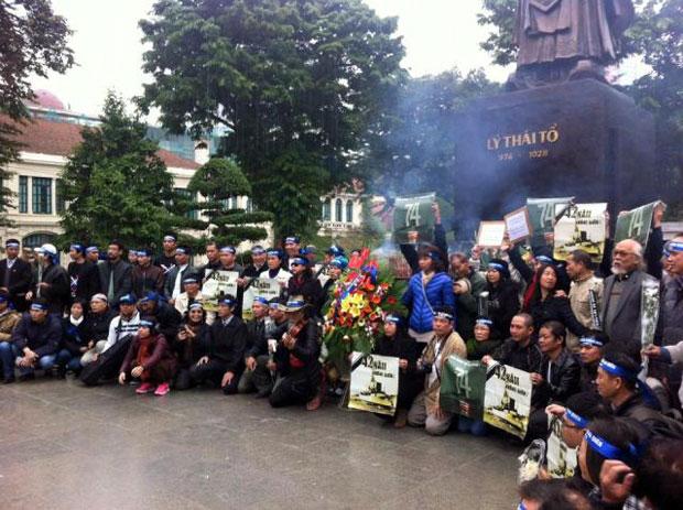 Lễ tưởng niệm chiến sĩ Hoàng Sa ở Hà Nội hôm 19/1/2016, một hoạt động của phong trào dân chủ trong nước.