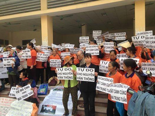 Bên ngoài phiên tòa Nguyễn Mai Trung Tuấn