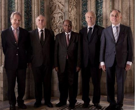 Tòa án Quốc tế được thiết lập tại Hội nghị Hague năm 1899 để giải quyết tranh chấp quốc tế bằng hòa bình. Trong hình là 5 thẩm phán thụ lý vụ Philippines kiện Trung Quốc.
