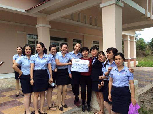 Chị Nguyễn Thúy Hạnh và đồng nghiệp