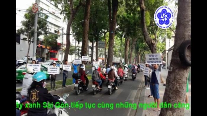 Biểu tình phản đối chặt cây xanh tại đường Tôn Đức Thắng. Sài Gòn 27/03/2016. Ảnh: Đức Minh