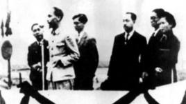 Hồ Chí Minh đọc tuyên ngôn độc lập trên quảng trường Ba Đình ngày 2 tháng 9 năm 1945. Wikipedia