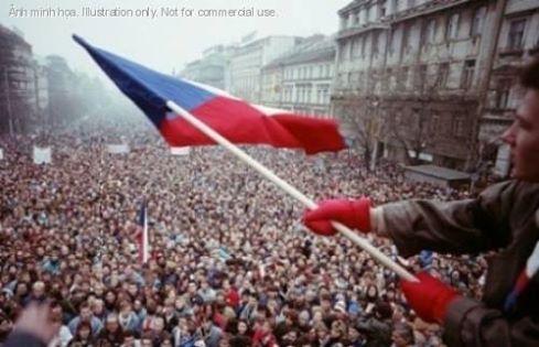 Hình: quảng trường Vaclav ở Warsow, Ba Lan vào năm 1989