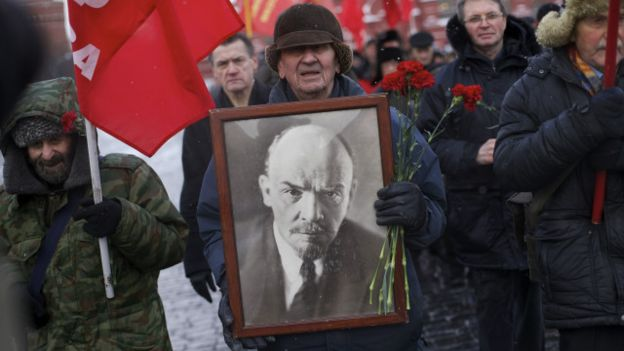 V. I. Lê Nin, lãnh tụ cộng sản Nga đầu thế kỷ 20, từng nói 'nếu cho tôi một thể chế tôi sẽ xoay chuyển nước Nga', theo tác giả.