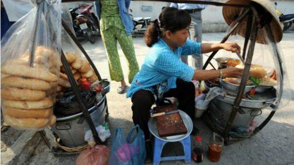 Gần đây truyền thông Việt Nam phản ánh nhiều vụ xô xát xảy ra giữa công an với người bán hàng rong ở các địa phương.