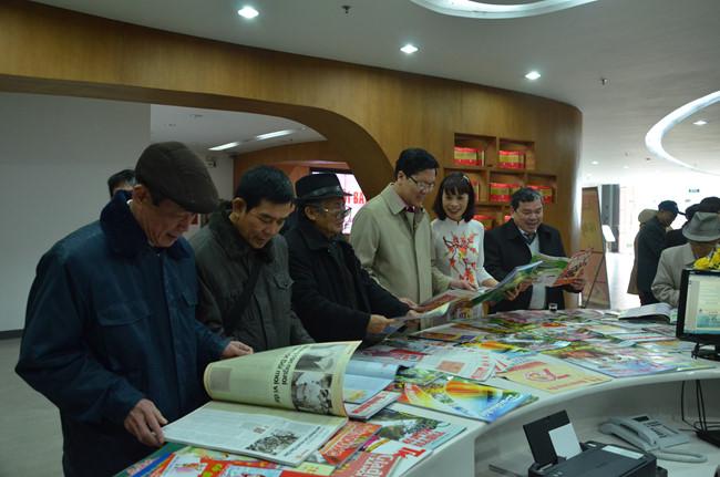 GS Nguyễn Minh Thuyết cho rằng nên cân nhắc bãi bỏ một số thủ tục xin phép, cấp phép để tránh gây khó cho các cơ quan báo chí.