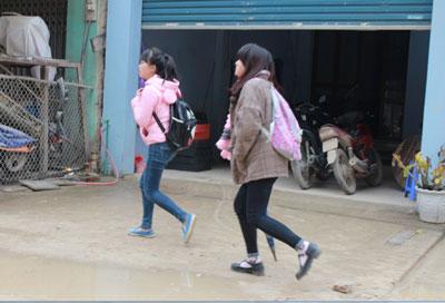 Nữ sinh Cao Bằng giờ tan trường. RFA photo